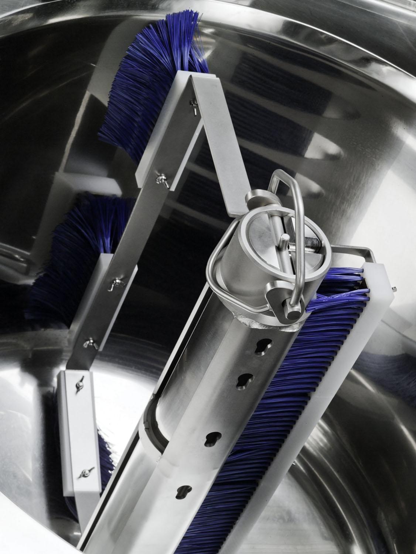 MI-MX Washing tool with central pillar brush